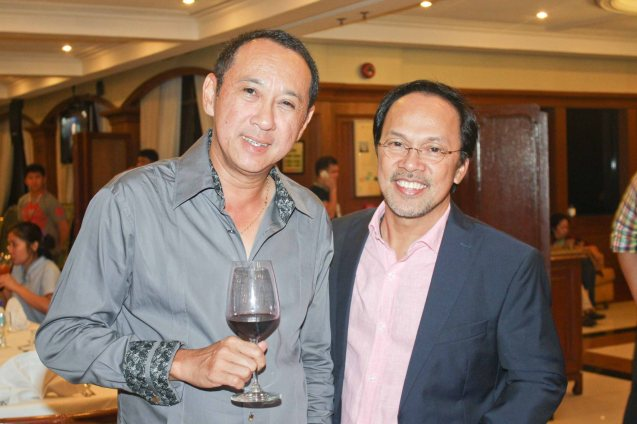 from left: PHILPOP Judge Louie Ocampo and OPM Exec Noel Cabangon. Photo taken at Lighthouse Restaurant, 14th flr MERALCO bldg. last July 25, 2015. Photo by Jude Bautista