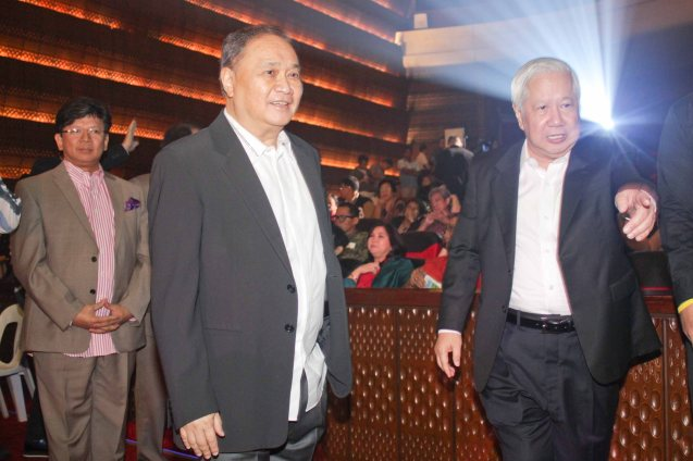 from left: First Pacific Leadership Academy Executive Dir. Roy Agustin K. Evalle, PLDT & SMART Chairman Manny V Pangilinan & MERALCO Pres. & CEO Oscar Reyes. The PhilPOP 2015 Finals Night was held at the MERALCO THEATER last July 25, 2015. Photo by Jude Bautista