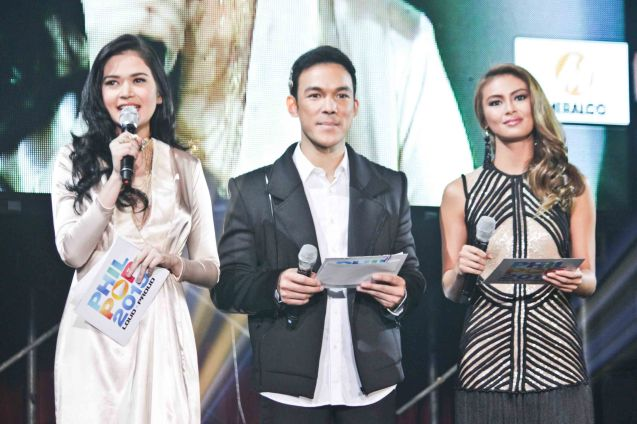 (Center) Bituing Walang Ningning's Mark Bautista is flanked by hotties from left Bella Padilla and Sam Pinto. The PhilPOP 2015 Finals Night was held at the MERALCO THEATER last July 25, 2015. Photo by Jude Bautista