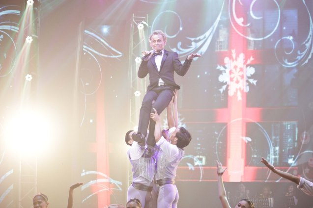 Jon Santos sang APAT NA BUWANG PASKO by Gino Cruz and Jeff Arcilla. Phil Ballet Theater performed w Jon on stage. The PhilPOP 2015 Finals Night was held at the MERALCO THEATER last July 25, 2015. Photo by Jude Bautista