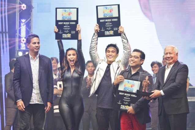 from right: MERALCO Pres. Oscar Reyes, songwriter Johann Garcia, Josh Padilla, Yassi Pressman and MERALCO SVP Al Panlilio. They won Best Music Video presented by MERALCO, which has a 100k prize. The PhilPOP 2015 Finals Night was held at the MERALCO THEATER last July 25, 2015. Photo by Jude Bautista