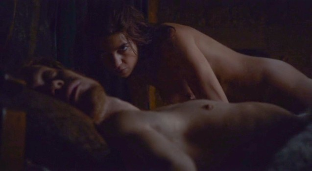 Osha (Natalia Tena) seduces Theon Greyjoy (Alfie Allen)