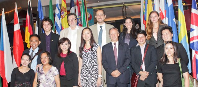 top row 2nd from left: Czech Amb. Jaroslav Olsa Jr, from left: FDCP Proj Dev Officer Quintin Cu Unjieng, Inst Cervantes Dir. Carlos Madrid, PIA officer Cristina Moricca, Netherlands Emb rep Lisan Bijdevaate Mid row from left: French Audio Visual Attaché Martin Macalintal, Shang Plaza Mktg Div Head Marline Concio Dualan, Swiss Emb Sr Proj Officer & Asst to the Head of Mission Diana Chan, Swiss Counselor and Deputy Head of Mission Raoul Imbach, EU Info Officer Robert Leon, Goethe-Inst Phil Prog Coordinator Shadin Kitma, bottom row: Czech Emb Cultural & Media Affairs Officer Charlene Balaan, British Council Programmes Assistant Justine Ong. Watch European films for free in Cine Europa 18 at Shang Cineplex, Shangri La Plaza Mall from September 10-20, 2015. Photo by Jude Bautista