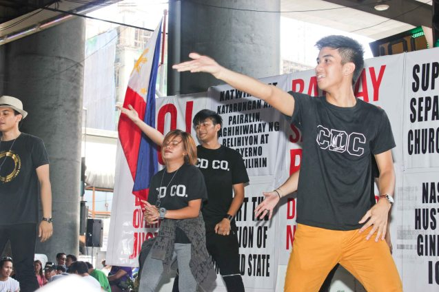 Dance number keeps energy high Aug 30, 2015 at EDSA corner Shaw Boulevard. Photo by Jude Bautista