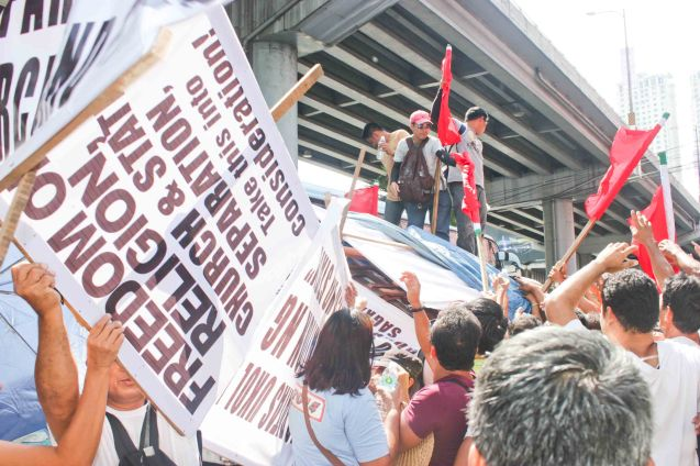 Truck distributes flags & placards to crowd - Aug 30, 2015 at EDSA corner Shaw Boulevard. Photo by Jude Bautista