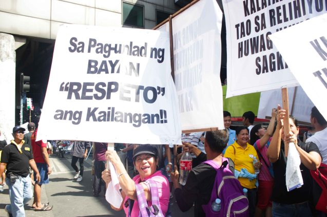Look Ma! I got a placard! - Aug 30, 2015 at EDSA corner Shaw Boulevard. Photo by Jude Bautista