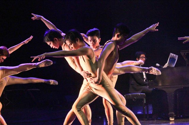 The U.E. Silanganan Dance Troupe & Phil. Ballet Theater excerpt DARANGEN NI BANTUGEN choreographed by Gener Caringal. Jesse Lucas FULL RANGE is part of the TRIPLE THREATS series The composers at CCP Tanghalang Aurelio Tolentino last August 20, 2015. Photo by Jude Bautista