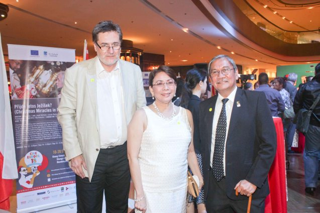 From left: Czech Amb. Jaroslav Olsa Jr, Shang Rila Plaza GM & EVP Lala Fojas and FDCP Exec Dir. Teddy Granados at the East Wing of Shang Plaza Mall for the reception of Cine Europa 18. Photo by Jude Bautista