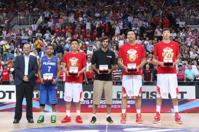 FIBA Sec Gen Patrick Baumann with ALL STAR five: from left: Jason Castro, Guo Ailun, Samad Nikkhah Bahrami (IRAN), Yi Jianlian and Zhou Qi; FIBA Asia Finals game PHI v CHINA October 3, 2015 at the Changsha Social Work College, Chang Sha, China. Photo from FIBA.com.