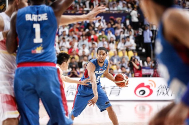 Gabe Norwood tries to get ball into Andray Blatche inside; FIBA Asia Finals game PHI v CHINA October 3, 2015 at the Changsha Social Work College, Chang Sha, China. Photo from FIBA.com.