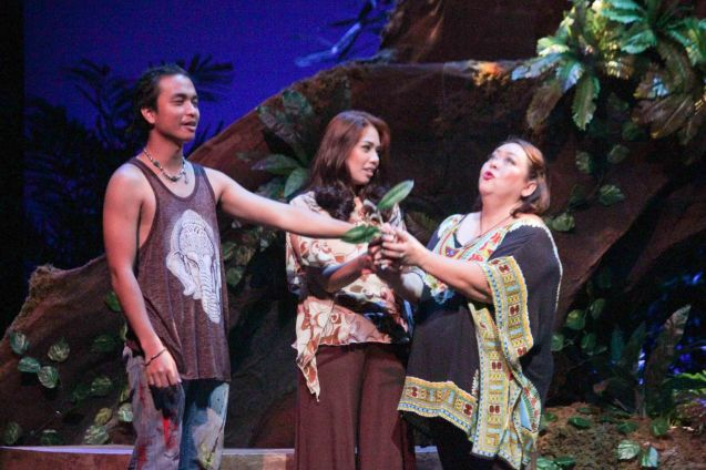 from left: Russel Legaspi (Aran), Karen Gaerlan (Aurora Alba) and Malou Crisologo (Selmah). Kanakan Balintagos' MGA BUHAY NA APOY will run from Oct 2-25, 2015. The TANGHALANG PILIPINO production can be seen at the Tanghalang Aurelio Tolentino of the Cultural Center of the Philippines. Photo by Jude Bautista