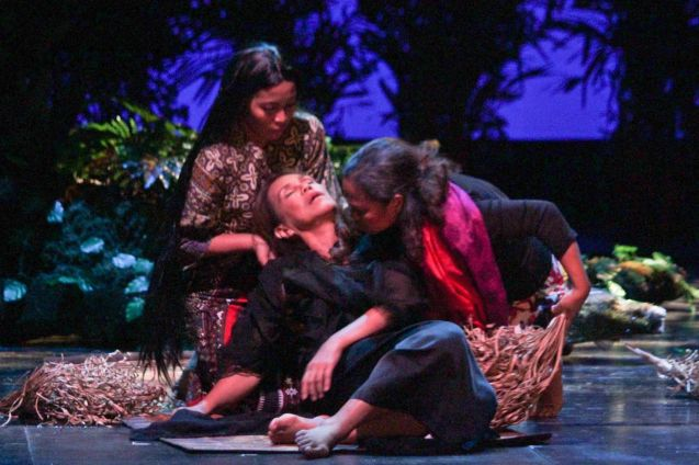 from left: Lhorvie Nuevo (Diwata), Irma Adlawan (Leda Santos) & Carol Bello (Auntie Lili). Kanakan Balintagos' MGA BUHAY NA APOY will run from Oct 2-25, 2015. The TANGHALANG PILIPINO production can be seen at the Tanghalang Aurelio Tolentino of the Cultural Center of the Philippines. Photo by Jude Bautista