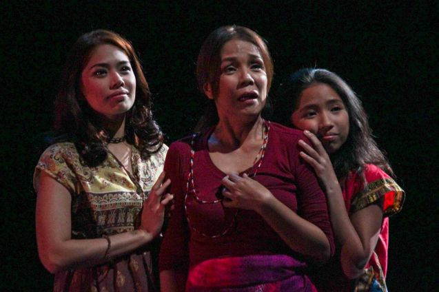 from left: Karen Gaerlan (Aurora Alba), Irma Adlawan (Leda Santos) & Kyrie Samodio (Topaz). Kanakan Balintagos' MGA BUHAY NA APOY will run from Oct 2-25, 2015. The TANGHALANG PILIPINO production can be seen at the Tanghalang Aurelio Tolentino of the Cultural Center of the Philippines. Photo by Jude Bautista