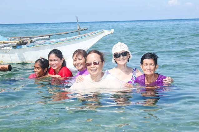 from right: Annie Puyo, Beth Javier, Erlinda Bautista, Rose Lizo and Mary Jane Agdon; Malapinggan beach, Burias Island-May 19, 2015. Photo by Jude Bautista