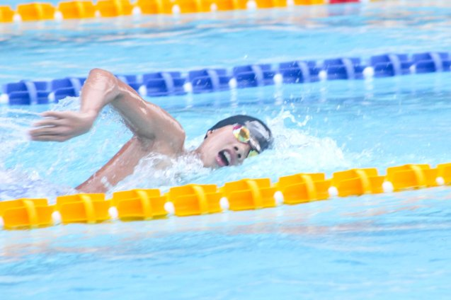 Boys 400m IM gold medalist Philip Joaquin Santos (ADMU). Photo was taken October 24, 2015 during 78th UAAP Swimming competitions at the Rizal Memorial Swimming Complex. Photo by Jude Bautista