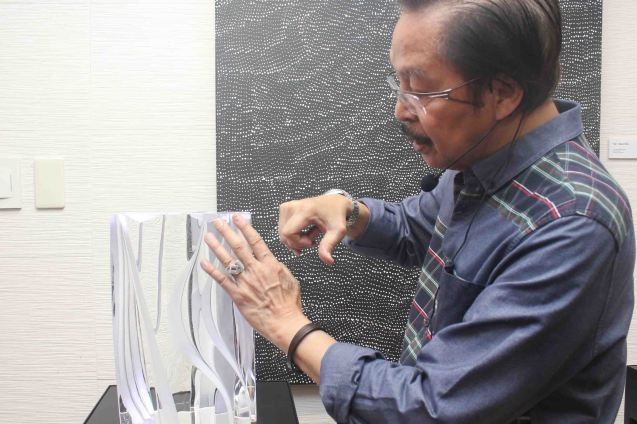 Ramon Orlina explains his process on his latest work Ultimate Simplicity which is part of CLEAR IMPRESSIONS exhibit. CLEAR IMPRESSIONS: AN EXHIBIT OF RECENT CLEAR OPTICAL GLASS runs at the Reflections Gallery, Museo Orlina from November 30, 2015 to January 16, 2016. Photo by Jude Bautista