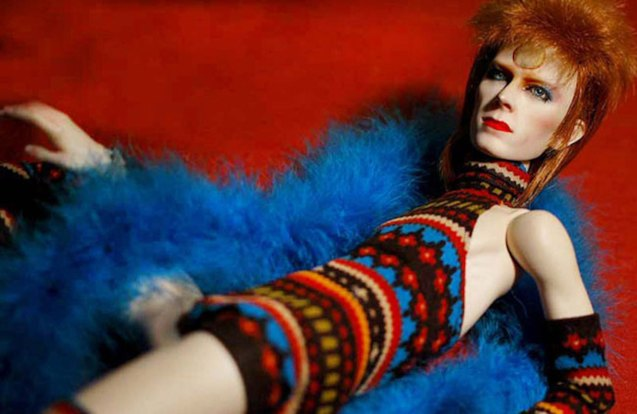 The DAVID BOWIE IS exhibition- has 300 different pieces of costumes, objects, photos has toured the most prestigious museums from around the world.