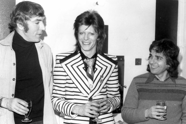 from left: Peter Cook Bowie and Dudley Moore (May 1973) backstage at the Cambridge Theatre in London, following the pair's show 'Behind The Fridge'. (Photo by Keystone/Getty Images)