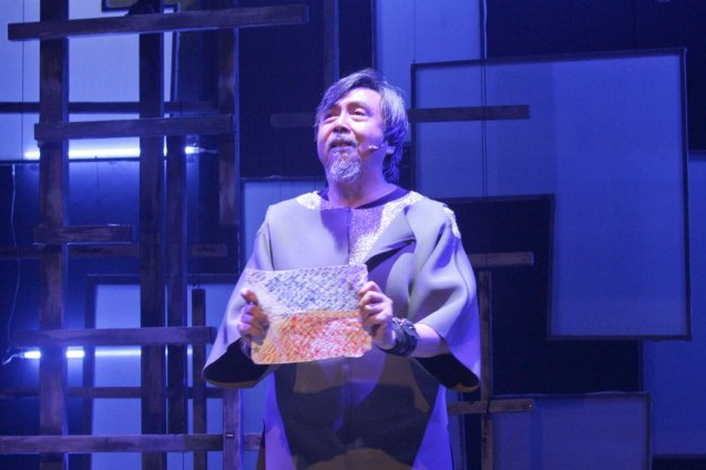 Bodjie Pascua (Mang Okik); Watch 3 STARS & A SUN Musical based on Francis Magallona's Music at the PETA Theater Center from February to March 2016. Photo by Jude BautistaBodjie Pascua (Mang Okik); Watch 3 STARS & A SUN Musical based on Francis Magallona's Music at the PETA Theater Center from February to March 2016. Photo by Jude Bautista