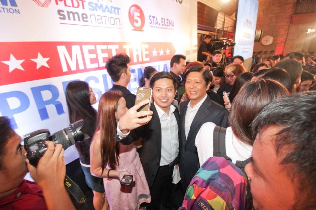 fan takes selfie w Sen. Bong bong Marcos during the Go Negosyo Talks: Meet the Vice Presidentiables at the Manila Polo Club last March 14, 2016. Photo by Jude Thaddeus Bautista
