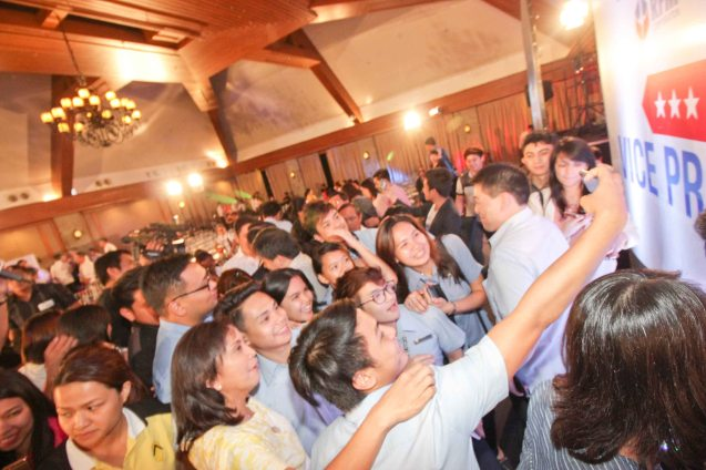 fans take usie with Cong. Leni Robredo during the Go Negosyo Talks: Meet the Vice Presidentiables at the Manila Polo Club last March 14, 2016. Photo by Jude Thaddeus Bautista