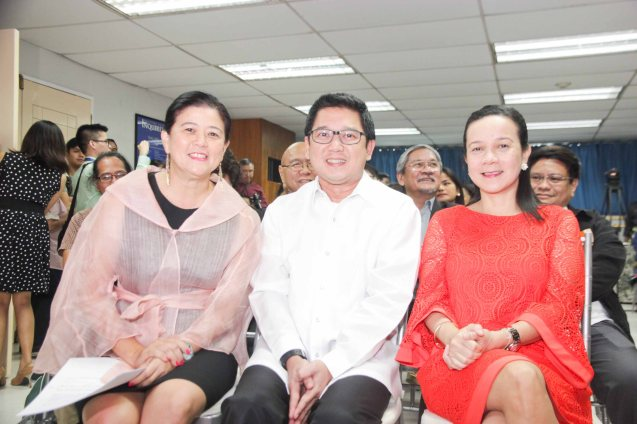 from left: PDI Pres. & CEO Sandy Prieto-Romualdez, Mayor Herbert Bautista and Senator Grace Poe. The 5th Indie Bravo was held at the PDI office, Dec. 11, 2014. Photo by Jude Bautista