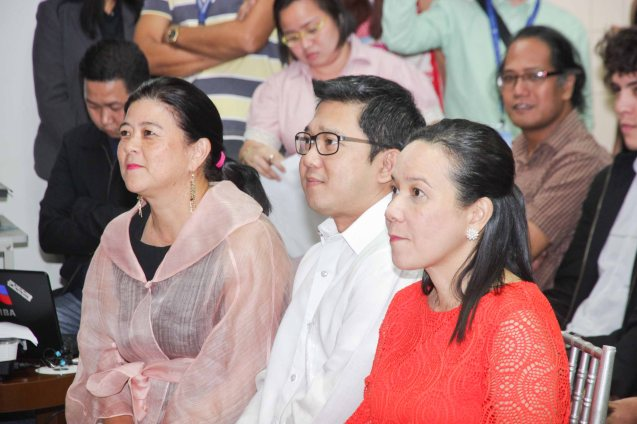 from left: PDI Pres. & CEO Sandy Prieto-Romualdez , Mayor Herbert Bautista and Senator Grace Poe. The 5th Indie Bravo was held at the PDI office, Dec. 11, 2014. Photo by Jude Bautista