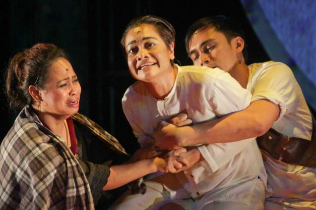 Delphine Buencamino (center) Female Lead Perf in a Musical winner with her from left: Carol Bello (Dionisia) & Marco Viaña (Pule). TP's MABINING MANDIRIGMA ran at the Tanghalang Aurelio Tolentino , CCP. Photo by Jude Bautista