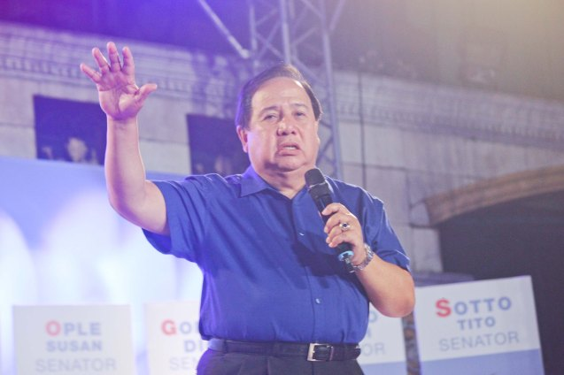 Senatorial candidate Richard Gordon coined the phrase WOW Philippines as DOT Secretary. The Partido Galing at Puso Miting De Avance was held at Plaza Miranda, Quiapo, Manila last May 7, 2016. Photo by Jude Bautista