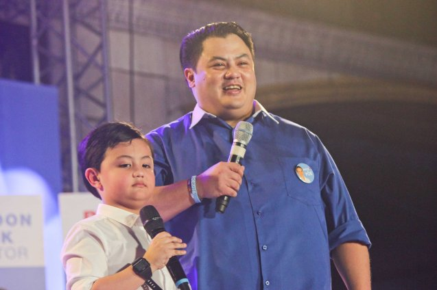 Niño Muhlach with son Alfonso; The Partido Galing at Puso Miting De Avance was held at Plaza Miranda, Quiapo, Manila last May 7, 2016. Photo by Jude Bautista