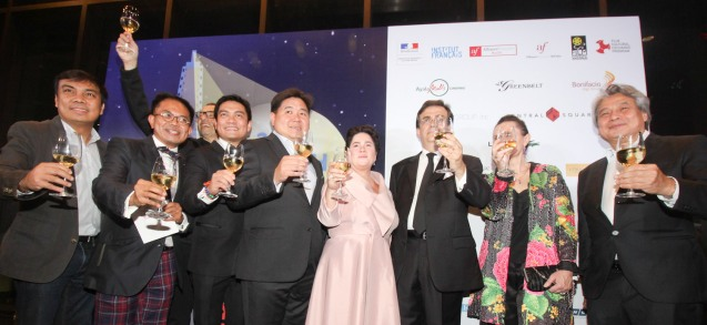 3rd from right: Amb. Thierry Mathou, from left: Primer Group AVP Darwin Bañez, French Audio Visual Attaché Martin Macalintal, (partially hidden) French Cultural Affairs Counselor Yves Zoberman, Peugeot Phil Pres. Glen Dasig, SSI Pres. Anton Huang, Cannes Best Actress Jaclyn Jose, Mdme. Cecile Mathou and FDCP Chairman Briccio Santos. Catch the 21st French Film Festival from June 8 to 14, 2016 at the Greenbelt 3 Cinemas and the Bonifacio High Street Cinemas. The fest includes Pinoy films IMBISIBOL & MANANG BIRING on June 12 at Greenbelt. Photo by Jude Bautista