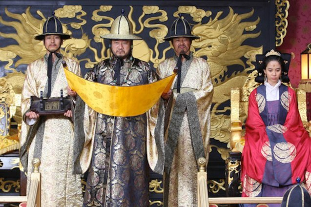 The Emperor will strip King Gongmin of his right to rule if he does not have an heir soon. A FROZEN FLOWER was part of the Korean Film fest held in Shang Cineplex, Shangri La Plaza Mall (2010).