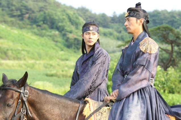 from left: Zo In-Sung (Hong) & Joo Jin-mo (King). A FROZEN FLOWER was part of the Korean Film fest held in Shang Cineplex, Shangri La Plaza Mall (2010).