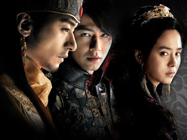 from left: Joo Jin-mo (King), Zo In-Sung (Hong) & Song Ji Hyo (Queen). A FROZEN FLOWER was part of the Korean Film fest held in Shang Cineplex, Shangri La Plaza Mall (2010).