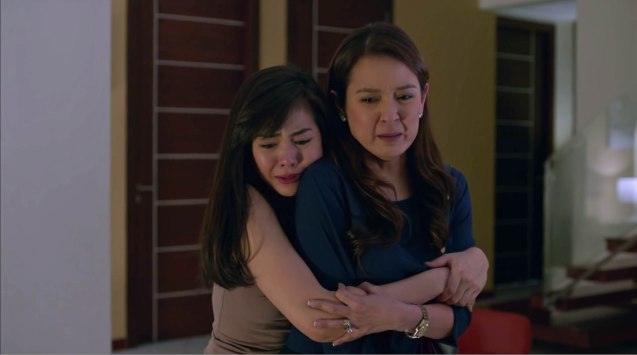 from left: Janella Salvador (Carol) & Jean Garcia (Debbie). MANOPO 7: CHINOY opened last December 14, 2016 at a mall near you.