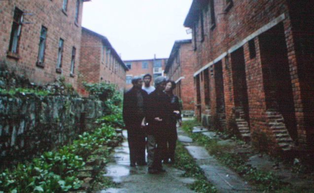 Lü Zhong (Deng) visits the old abandoned brick factories they lived in Gui Zhou. Watch RED AMNESIA and other Chinese films for free at the Spring Film Fest from January 25-29, 2017 at the Shang Cineplex, Shangri La Plaza Mall. The annual Spring Film Festival is organized by the Ricardo Leong Center for Chinese Studies at the Ateneo De Manila University.