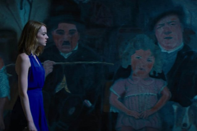 Emma Stone (Mia) passed by screen legends on mural. Watch LA LA LAND in Shang Cineplex, Shang Rila Plaza Mall, Resort's World Manila, Lucky Chinatown Mall, Venice Piazza Mall and Eastwood City Mall.