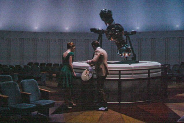 Emma Stone (Mia) & Ryan Gosling (Seb); the Griffith Observatory interiors were recreated on set. Watch LA LA LAND in Shang Cineplex, Shang Rila Plaza Mall, Resort's World Manila, Lucky Chinatown Mall, Venice Piazza Mall and Eastwood City Mall.